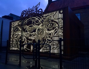 danielvannes_voltnight.jpg 'Volt' permanent outdoor installation with cortensteel and LED light, night